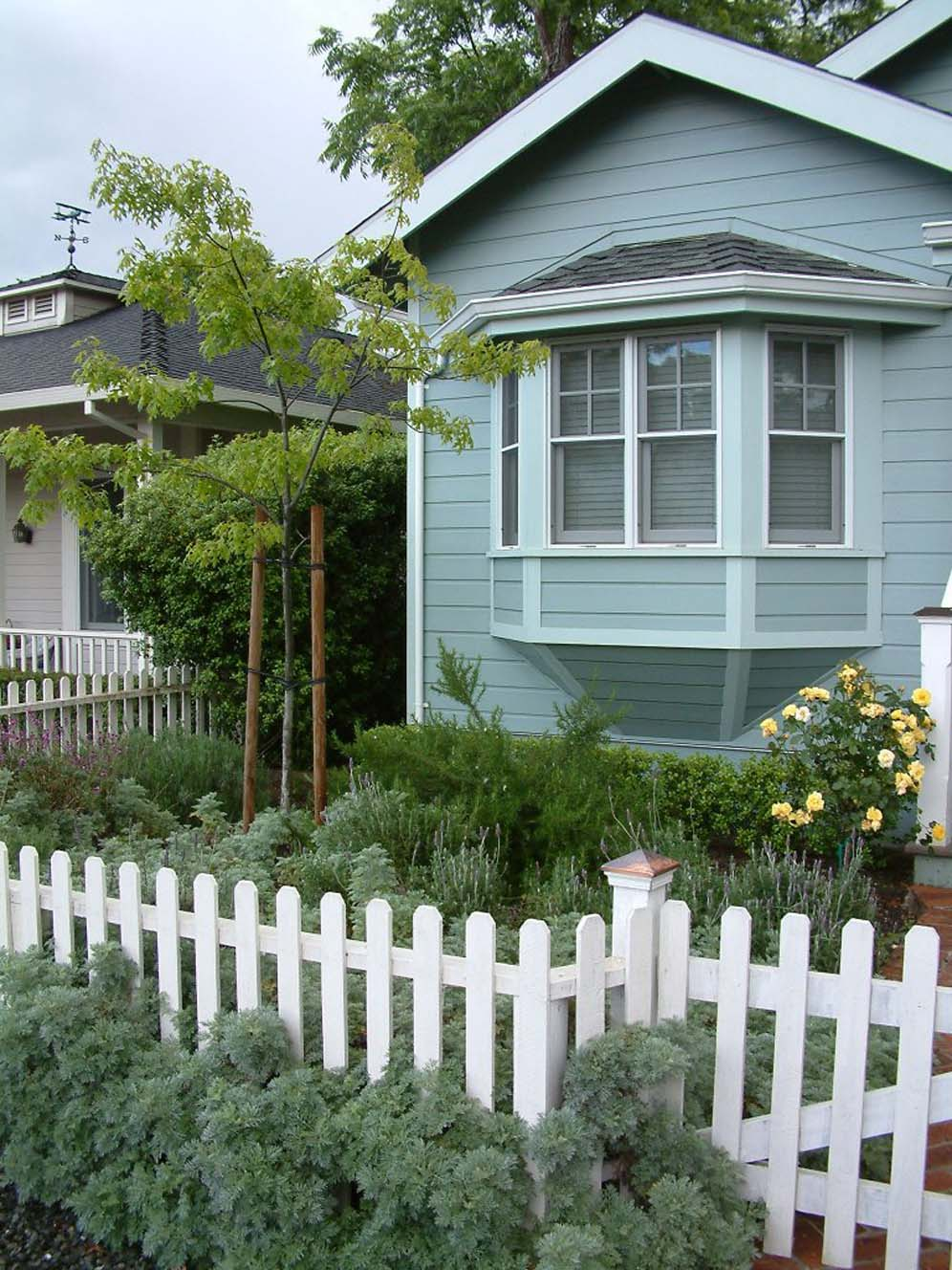 Pleasant English Cottage Style With Picket Fence Home Interior And Landscaping Ferensignezvosmurscom